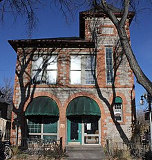 https://upload.media.orgikipedia/commons/thumb/d/d2/City_Hall_of_Colorado_City.JPG/220px-City_Hall_of_Colorado_City.JPG